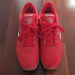 Size 9, red reebok shoes! Barely been warn!